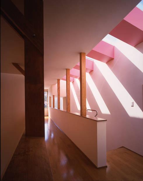 階段室: Guen BERTHEAU-SUZUKI  Co.,Ltd.が手掛けた廊下 & 玄関です。