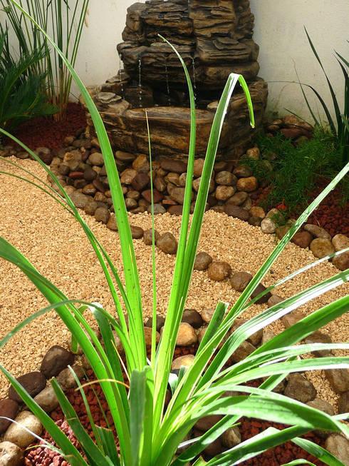 Fuente sobre pierdas de rio:  de estilo  por Zen Ambient