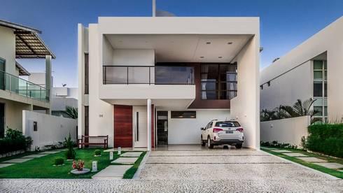 Fachada Moderna: Casas modernas por Marina Brasil Arquitetura