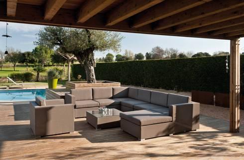 SALA SIENA GRIS: Jardín de estilo  por SINDO OUTDOOR