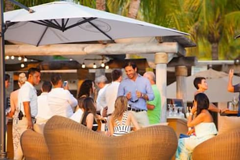 SALA SHERENA: Hoteles de estilo  por SINDO OUTDOOR