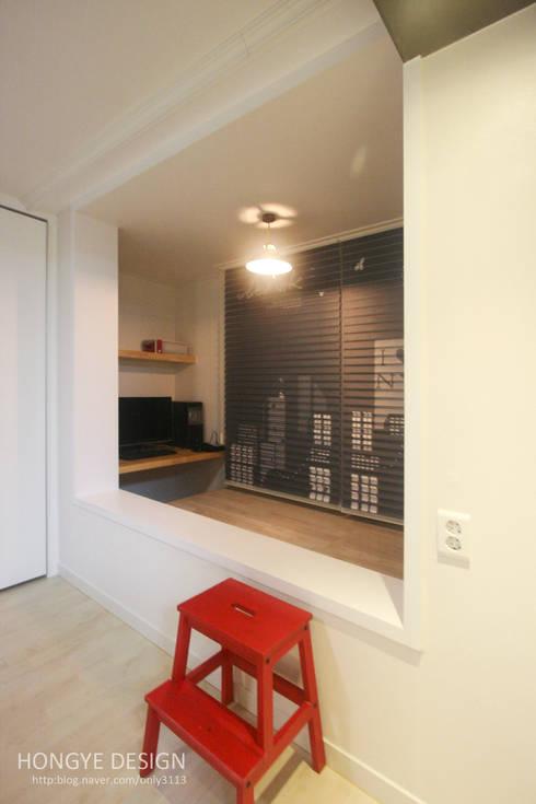 내추럴한 느낌의 16평 신혼집: 홍예디자인의  서재 & 사무실