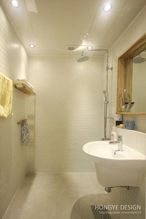 내추럴한 느낌의 16평 신혼집: 홍예디자인의  화장실