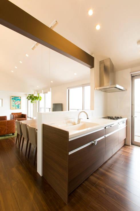キッチン: 秦野浩司建築設計事務所が手掛けたキッチンです。