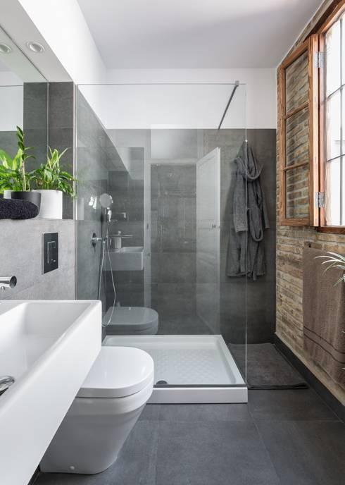 Baños de estilo  por ambau taller d´arquitectes