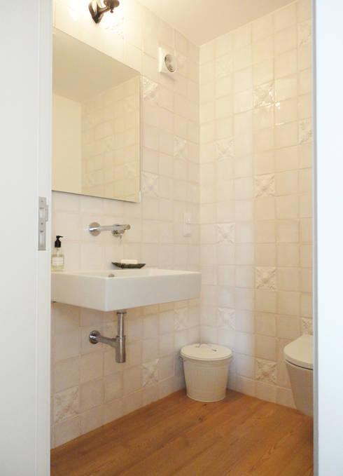 Casa de banho : Casas de banho ecléticas por GAAPE - ARQUITECTURA, PLANEAMENTO E ENGENHARIA, LDA