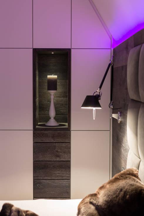 Betten: moderne Schlafzimmer von schulz.rooms