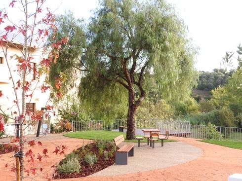 Espaço de estadia: Jardins campestres por OpenGreen