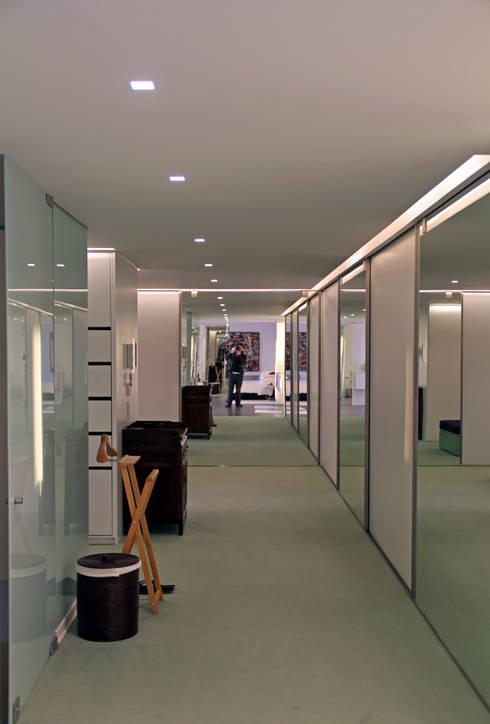 Quarto de Vestir: Closets minimalistas por guedes cruz arquitectos