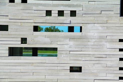 Pormenor Fachada de lajetas de betão: Casas minimalistas por guedes cruz arquitectos