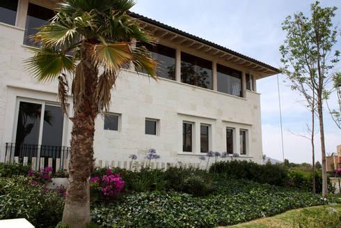 Casa El Campanario- Boué Arquitectos : Casas de estilo rústico por Boué Arquitectos
