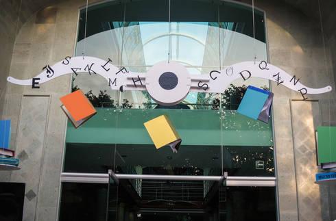 Centro Cultural Pedro López: Paredes y pisos de estilo moderno por AMOATO STUDIO SA DE CV