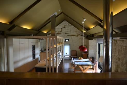 Reformulação de interiores - em cozinha existente: Cozinhas campestres por raul sousa cardoso arqt