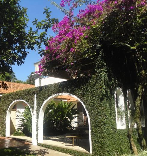 Residência do Pátio do Arcos : Terraços  por Marisol Réquia Arquitetura