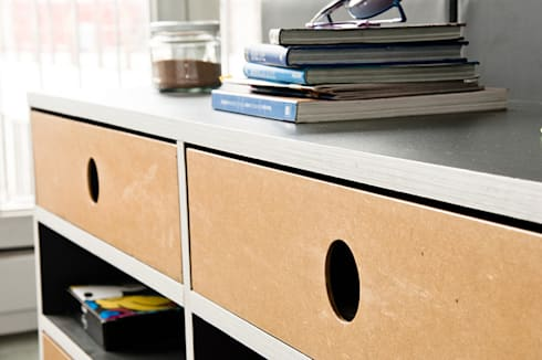 Mueble de apoyo H1: Estudio de estilo  por PUNCH TAD