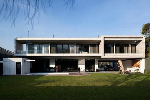 Fachada SUR: Casas de estilo moderno por WRKSHP arquitectura/urbanismo