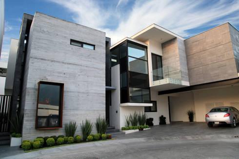 Fachada Principal: Casas de estilo moderno por WRKSHP arquitectura/urbanismo