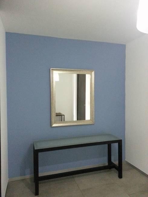 Departamento Horizontes Ordaz: Pasillos y recibidores de estilo  por VIVAinteriores