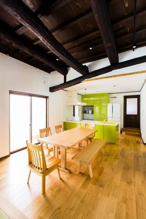 「住みつぐ家」古民家再生プロジェクト: マルモコハウスが手掛けたです。