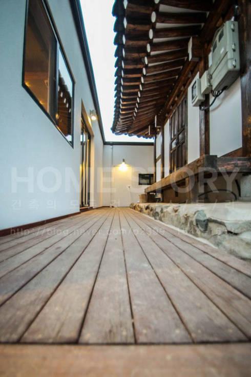 [경주 신축 전원주택 외관과 전경] 현대식 세련된 신축 ALC주택: (주)홈스토리의  벽