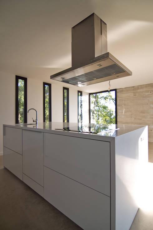 Detalle de la cocina: Cocinas de estilo  de Comas-Pont Arquitectes slp
