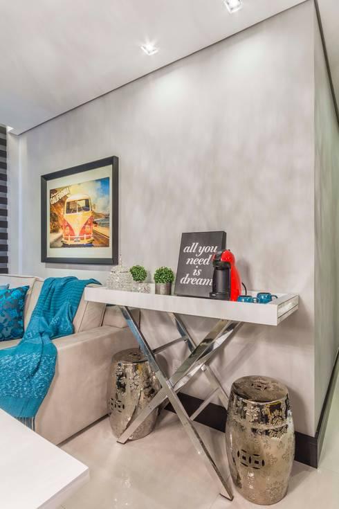 Aparador com Seatgardens: Salas de jantar ecléticas por Lo. interiores