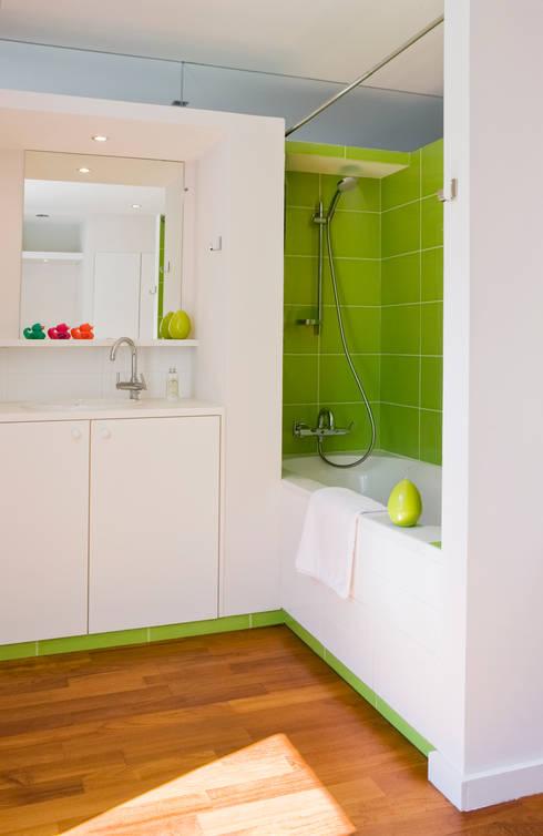 salle de bains: Salle de bains de style  par goodnova godiniaux