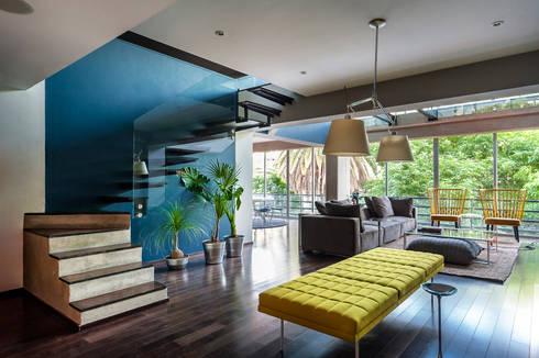 Departamento en La Condesa: Pasillos y recibidores de estilo  por MAAD arquitectura y diseño