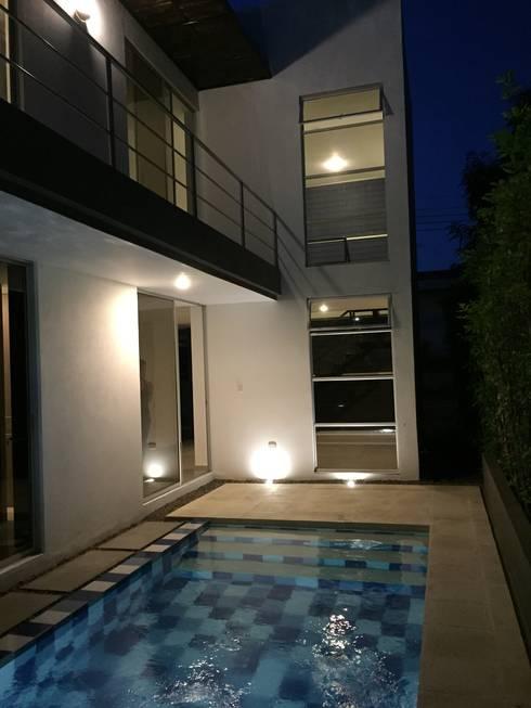 Residencial Campestre: Piscinas de estilo  por Alzatto Arquitectos