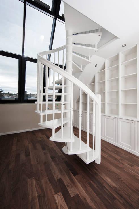 Dachgeschosswohnung:  Arbeitszimmer von Cordier Innenarchitektur