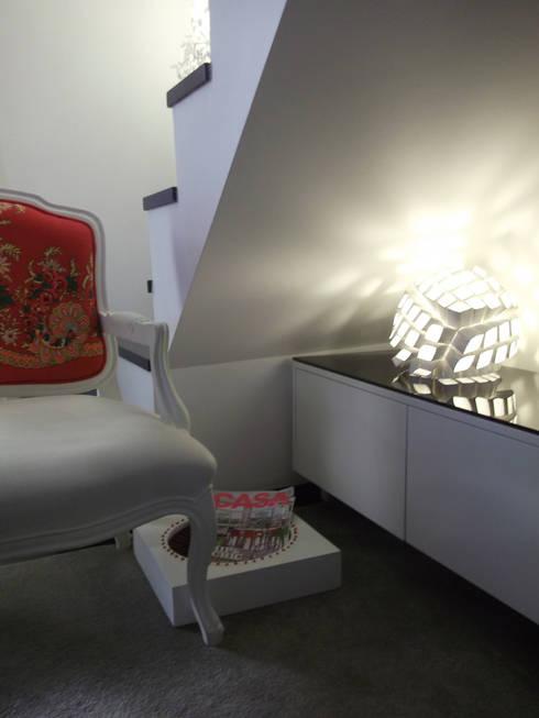 LUZ/SOMBRA – <q>Loft concept</q>: Salas de estar modernas por IVOMAIA [DESIGNERS]