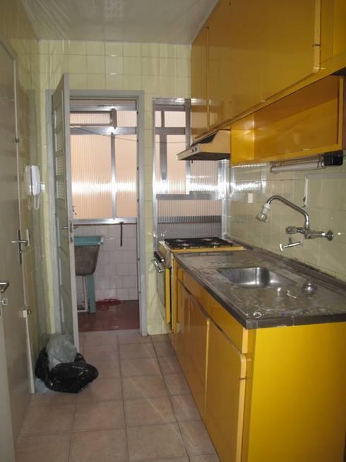 SDB | Cozinha | Antes: Cozinhas modernas por Kali Arquitetura