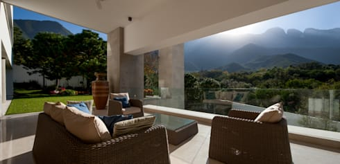 Casa AV: Terrazas de estilo  por Pórtico