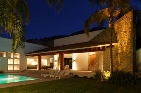 Casa Santa Clara: Terrazas de estilo  por Pórtico