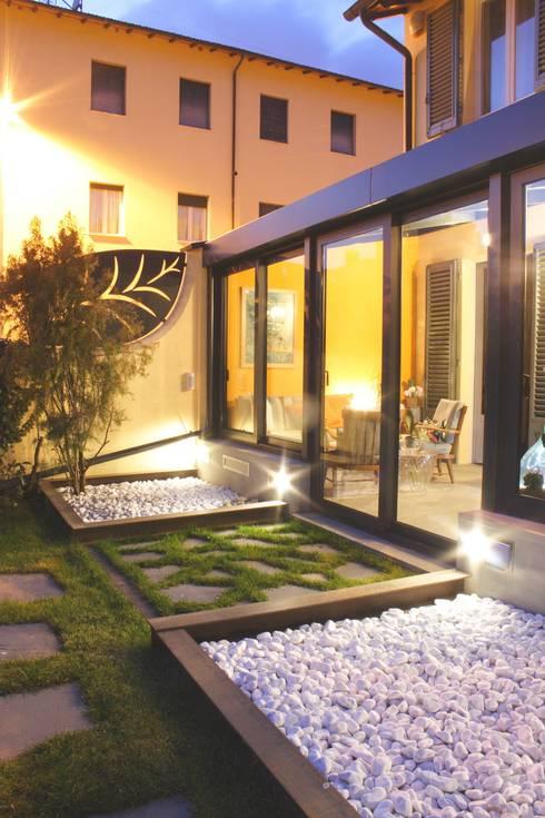 Jardines de invierno de estilo moderno por STUDIO MORALDI