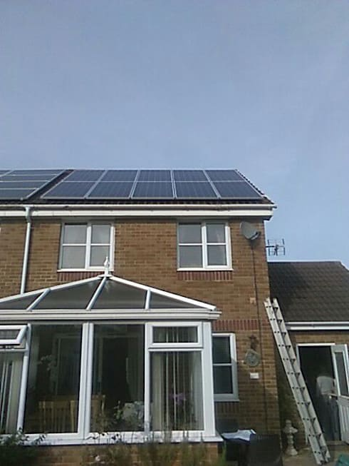 Solar Installations: eclectic Houses by Energy Installs