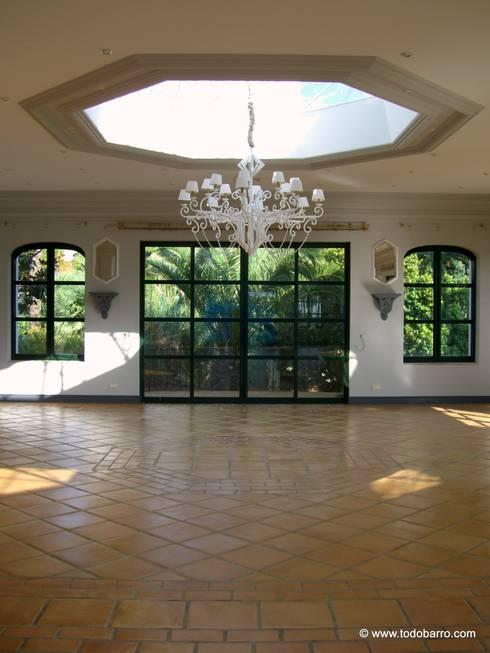 Hotel La Quinta Golf Marbella: Hoteles de estilo  de Todobarro