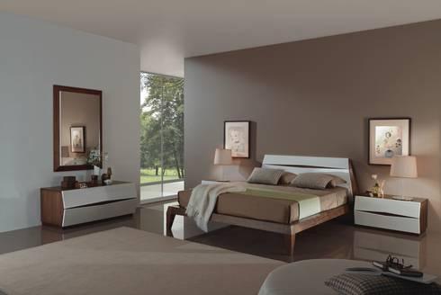 Mobiliário de quartos com design  Bedrooms furniture with design www.intense-mobiliario.com  Berlim B9 http://intense-mobiliario.com/product.php?id_product=8580: Quarto  por Intense mobiliário e interiores;