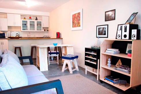 Sala de estar, sala de jantar e cozinha integradas: Sala de jantar  por Meu Móvel de Madeira