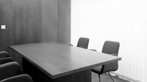 Sala Reuniões: Escritórios  por ANSCAM