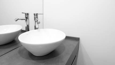 Pormenor WC: Escritórios  por ANSCAM