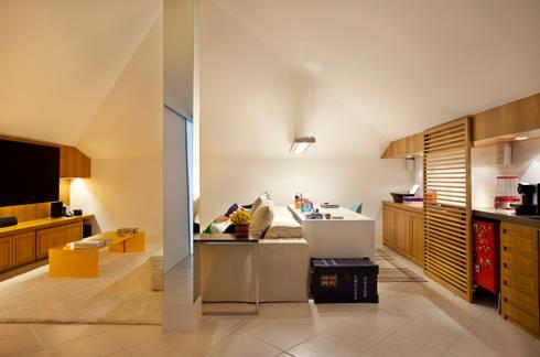 Casa Barra: Salas de estar modernas por Paula Libanio Arquitetura Interiores