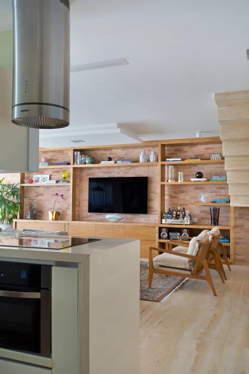 Cobertura Ipanema: Cozinhas modernas por Paula Libanio Arquitetura Interiores
