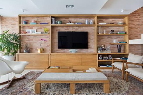 Cobertura Ipanema: Salas de estar modernas por Paula Libanio Arquitetura Interiores