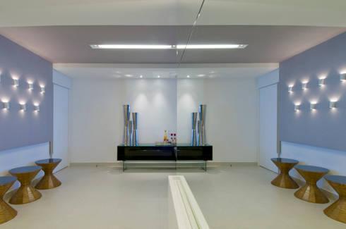 APto 160m: Salas de estar clássicas por Allysandra Delmas - Arquitetura e Interiores