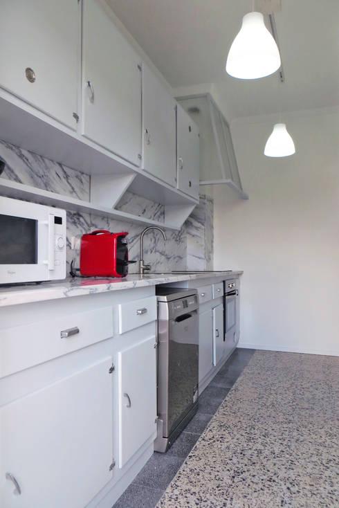 Apartamento Horta 1 : Cozinhas modernas por Atelier Alvalade