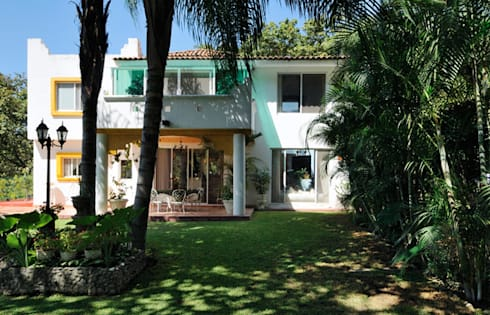 terraza: Casas de estilo colonial por Excelencia en Diseño