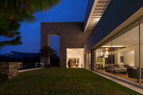 Casa AV: Casas de estilo moderno por Pórtico