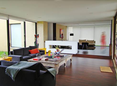 Casa H: Salas de estilo minimalista por David Macias Arquitectura & Urbanismo