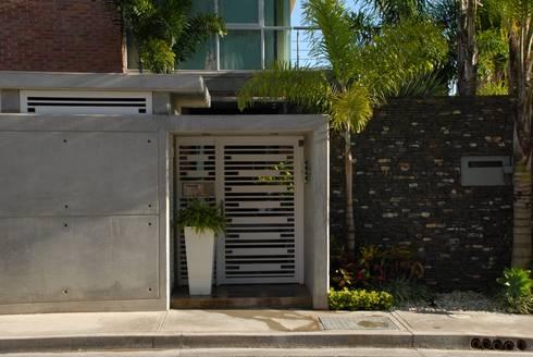 Casa el Hatillo: Casas de estilo minimalista por Arquitecto Juan Pablo Fernandes